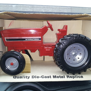 Just another Ertl International Tractor. - Model Cars