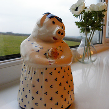 Blue and white piggy bank - Animals