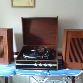 Vintage retro Garrard 2025TC deck in a Stereosound Dynamic 88 record player which resides in a teak wood or teak effect wood