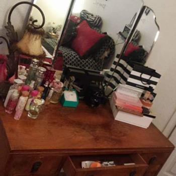antique vanity w\mirror