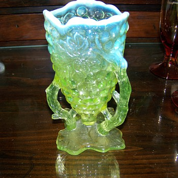 Northwood Grapevine Cluster Vase circa 1905 - Art Glass