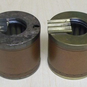 Cigarette dispenser ashtray - pair - Tobacciana