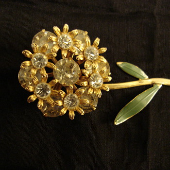 Unsigned flower brooch - Costume Jewelry