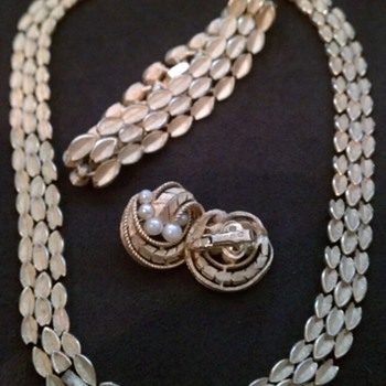 Vintage Trifari set  - Costume Jewelry