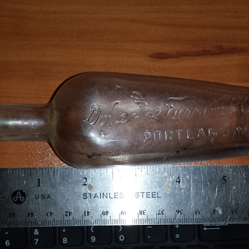Can someone please identify this bottle? I dont want an appraisal, I am just looking for a make and year and type..
