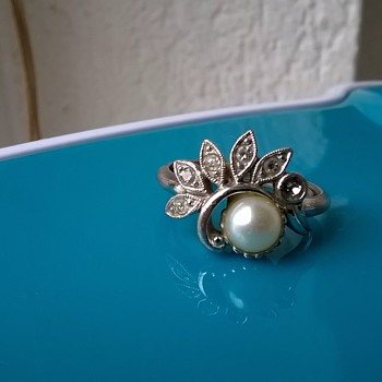 Avon Pearl & Crystals Ring Thrift Shop Find 95 Cents - Costume Jewelry