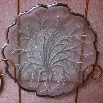 Indiana Pebble Leaf Divided Tray with sterling silver edge - Glassware