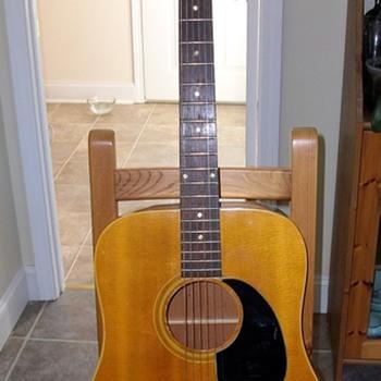 Gibson J-50 - Guitars