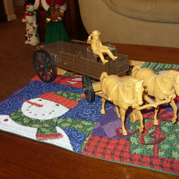 plastic buckboard wagon and horses - Toys