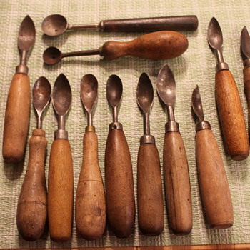 Need help in identifying these vintage tools! - Kitchen
