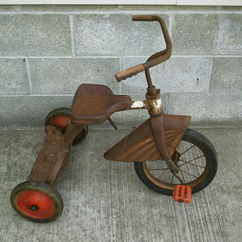 Unknown tricycle with skirted fender. - Outdoor Sports