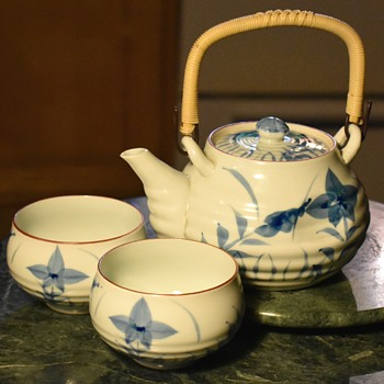 went back to goodwill and found the matching teapot! - Pottery