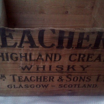 Teachers Highland Cream Whisky wooden crate  - Advertising