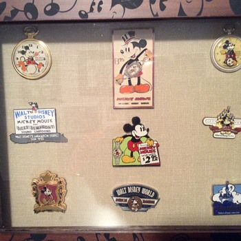Disney Pins - Medals Pins and Badges