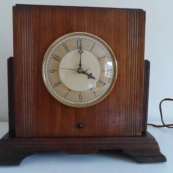 An Electric Mantel Clock - or is it a Radio? - Clocks