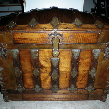 Laminated top trunk - Furniture
