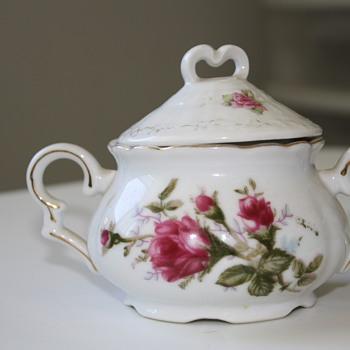 Mid- Century sugar bowl?
