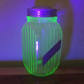 Anchor H0cking Ho0sier Range Top Salt Shaker, Vaseline Glass / Uranium Glass Salt Shaker