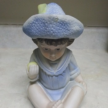 BOY IN BLUE  - Figurines