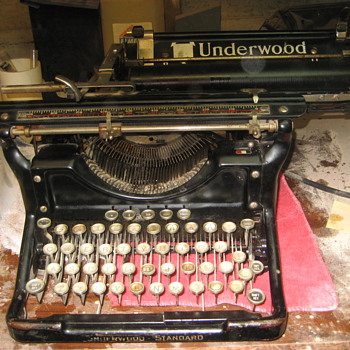 Early 1900's Underwood Standard typerwriter - Office