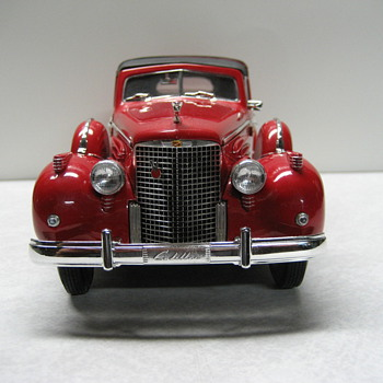 1938 Cadillac V16 Fleetwood Towncar Die-cast - Model Cars