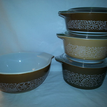Pyrex Covered Casseroles - Kitchen