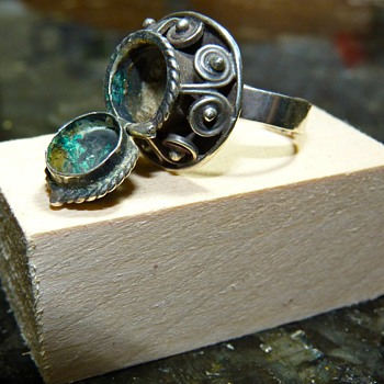 Vintage Snuff or Poison Ring - Tobacciana