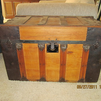 Small flat top trunk - Furniture
