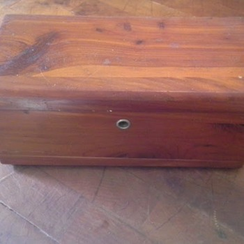 Small (sample size?) Cedar chest