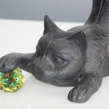 Cast Iron 'Playful Kitten'