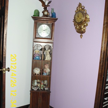 Butler Clock with Shelfs