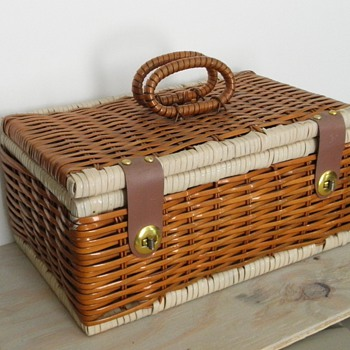Plastic-coated wicker basket - Mid-Century Modern