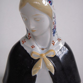 Madonna-like Italian Ceramic Bust of a Woman, Very Beautiful!