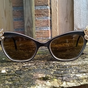 Wacky Vintage Rhinestone Bakelite Sunglasses Thrift Shop Find 2 Euro ($2.14)