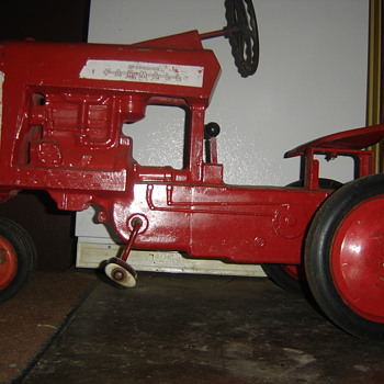 Old Farmall IH pedal tractor