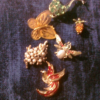 Here is a more piece of Jewerly. Its really fun to look at some shell ,wood amd stone - Costume Jewelry