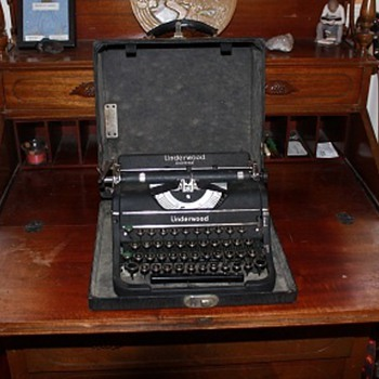 1937 Underwood Universal Typewriter (Great Condition) - Office