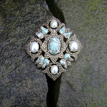Sarah Coventry Brooch - Remembrance - Costume Jewelry