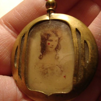Lovely WW1 Era Locket With Wife and Mom - Photographs