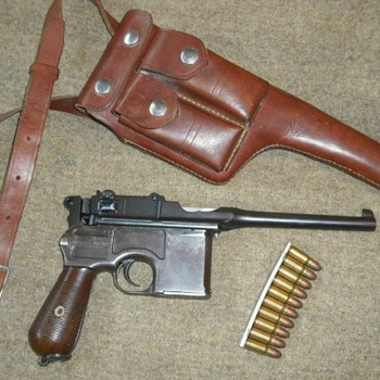 Mauser 1896 Broomhandle Pistol - Military and Wartime