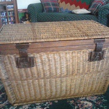 wicker trunk/chest - Furniture