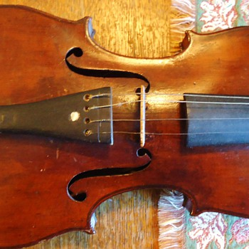 Salvadore De Durro Violin, in old wood box with 2 bows from thrift store a long time ago