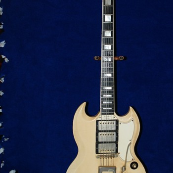 "This is a Les Paul 1961 Custom guitar ""orginial"" down to the socks :) - Guitars"