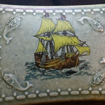 irish Wade trinket box - Art Pottery