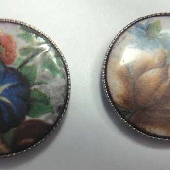 Four enameled Victorian buttons
