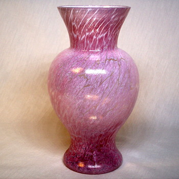 SIGNED KOSTA BODA SWEDEN ULRICA VALLIEN PINK CRACKLE ART GLASS VASE - Art Glass