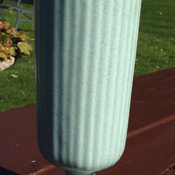 Haeger Mid Century Vaxe - Art Pottery