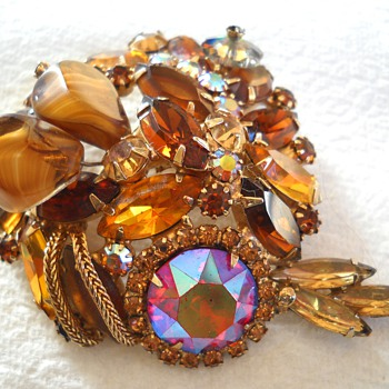 Repost of  brown brooch for Katherine with picture of the back - Costume Jewelry