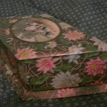 Antique Jewelry, Brush/Comb, or Dresser Box - Fine Jewelry