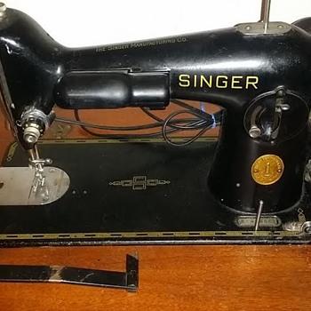 ??? Singer Sewing Machine - Sewing